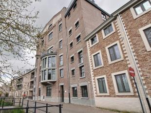 Prachtig recent gerenoveerd appartement in het gebouw 'De Blok' van de gelijknamige televisiereeks, landelijk gelegen, op wandelafstand van centrum H