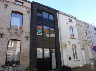 Op wandelafstand van het historisch stadscentrum van Gent, bieden wij deze instapklare nieuwbouwwoning aan. Ze beschikt op de gelijkvloerse verdieping