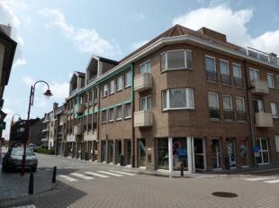 Dit ideaal gelegen appartement bevindt zich op 1 minuut wandelafstand van het centrum van Aalter, maar is doch zeer rustig gelegen. Via de ruime inkom