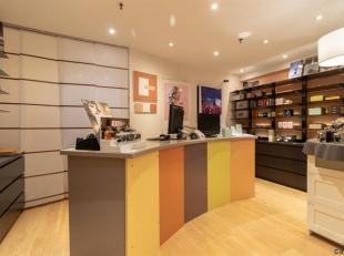 Faire offre àpd 195.000euro ! Situé dans la célèbre Galerie Wellington à Waterloo, rez-de-chaussée commercia