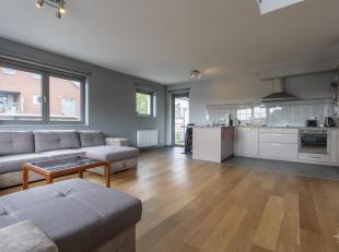 CAP SUD Waterloo vous présente un magnifique appartement/duplex 3 chambres (16 -22 -22 m2) de construction 2008 à proximité de to
