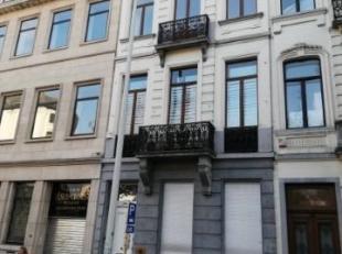 Prox.Porte de Hall /Parvis St-Gilles , très bel appartement (triplex) de caractère, plafonds moulurés et cheminées en marb