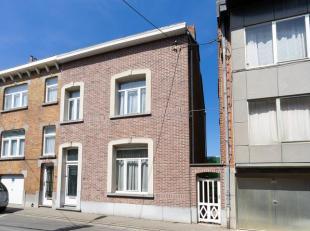 Très belle maison 3 façades, située dans une rue calme et à proximité du centre de Wavre. Construite sur un beau te