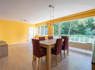 Cap-Sud vous propose ce lumineux appartement de 100m² disposant d'une très belle vue. Le bien est composé d'un hall d'entrée