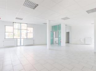 CAP-SUD vous propose: Une spacieuse surface commerciale de 116 m² proche du centre de Wavre au rez-de-chaussée d'un immeuble, bén&e