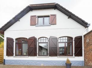 CAP-SUD Wavre vous propose cette belle maison, 3 façades, proche du centre de Wavre avec toutes ses facilités.Cette maison de 140m²