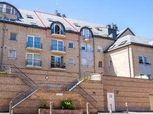 En plein centre de Gembloux, Cap-Sud vous propose un beau duplex de 82 m² . Le rez-de-chaussée comprend un spacieux living avec balcon , u