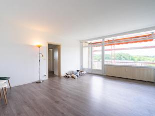Cap-Sud vous propose ce lumineux appartement avec une très belle vue de 95 m² ! Celui ci se compose d'un hall d'entrée, d