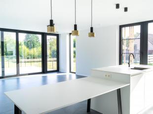 Cap-Sud vous propose cette belle maison lumineuse, basse consommation d'énergie. Située dans dans une zone rurale à 15 km de Brux