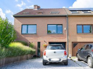 CAP SUD vous propose cette superbe maison située dans un agréable quartier de Limal, très calme et proche de toutes facilit&eacut