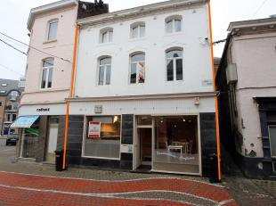 Cap Sud Namur vous propose un immeuble mixte composé de 3 entitésjuste en face de la place de l'Orneau<br /> : un rez commercial d
