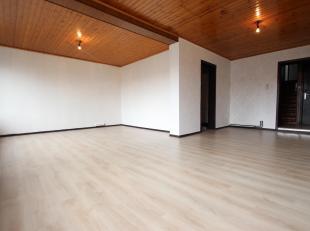 Cap Sud Namur vous propose un appartement 2 chambres dans une petite résidence à deux pas du centre ville et de la gare de Namur. Compos