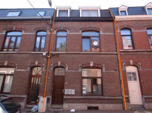 Cap Sud Namur vous propose une maison unifamiliale actuellement divisée en 2 studios et 6 kots pour un revenu locatif mensuel de 2577€