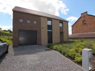 Cap Sud Namur vous propose à la location une villa 3 chambres en excellent état et très bien située. Elle dispose d'un s&e
