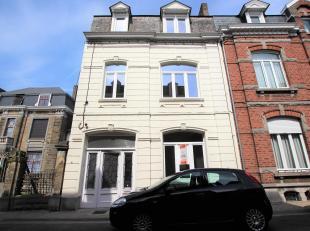 Cap Sud Namur vous propose une maison de Maître entièrement rénovée composée de 5 chambres et un bureau, idéa