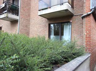 Cap Sud Namur vous propose un studio rez de chaussée avec espace extérieur dans le centre de Jambes. Située à deux pas de