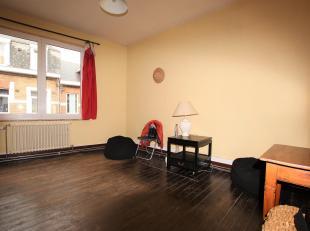 Cap Sud Namur vous propose un appartement une chambre dans un petit immeuble à deux pas de la gare et du centre ville. Composition: séjo