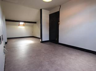 Cap-Sud vous proprose un studio au centre ville . Composé d'un séjour avec coin nuit , une cuisine et une salle de bain ( avec brancheme