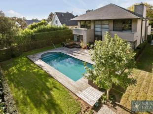 Meise, villa met verwarmd zwembad gelegen op een perceel van 7,98 are in woonwijk, op het gelijkvloers bestaande uit een inkomhal met vestiaire en apa