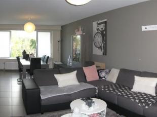 Wemmel, in een rustige omgeving dicht bij alle voorzieningen, gerenoveerd appartement bestaande uit een inkomhal, een ruime en lichtrijke leefruimte,