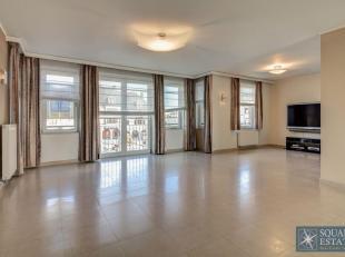 Wemmel, op de prestigieuze Markt, prachtige duplex van 270 m² waarvan 100 m² tuin en terras, gelegen in een prestigieus gebouw met lift, bes