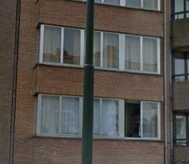 Wemmel, lijfrente (heer van 75 jaar), appartement in een klein gebouw, bestaat uit een living met toegang tot veranda en tuin, een keuken, een badkame