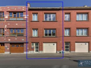 Neder-Over-Heembeek, eengezinswoning bestaat uit op het gelijksvloer een inkomhal, een bureau en een garage.  Op de eerste verdieping, bevindt er zich