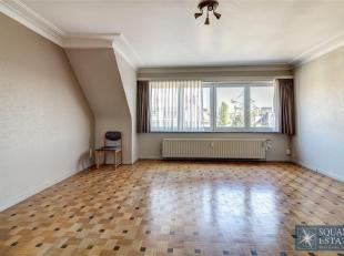 Laken, appartement op de bovenste verdieping van een klein gebouw met lift.  Deze bestaat uit een inkomhal met een beveiligde deur, een lichtrijke liv