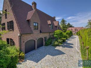 Wemmel, in de prestigieuze domein van Bouchout, Luxueuze villa bestaande als volgt: op de gelijkvloers: Een inkomhall met vestiaire, een ruim- en lich
