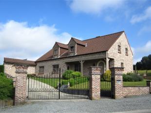 ZAT 23/6  1STE BEZOEKDAG OP AFSPRAAK 0488.85.81.84 Prachtig gerenoveerde hoeve op 1891m² met zonnige tuin, terras en garage. Via de inkomhal met