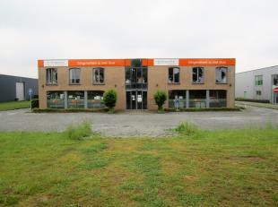 BEZOEK OP AFSPRAAK 0488.85.81.84 Zeer goed gelegen industrieel gebouw op 4175m² grond. Het goed is gelegen op het bedrijventerrein Schendelbeke.