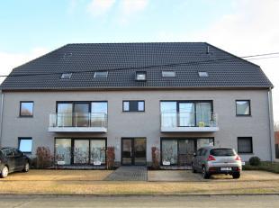 BEZOEK OP AFSPRAAK 0488/85.81.84 Prachtig gelijkvloers appartement 82m² van 2015, met 2 zonnige terrassen, garage en staanplaats. Grote gemeensch