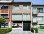 commercieel Op topligging gelegen zeer degelijke prachtige woning bestaande uit woongedeelte + bureel/winkel/vrij beroep ruimte van 56m². Mooie t
