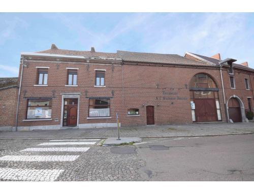 Hoeve te koop in Haine-Saint-Pierre, € 469.000