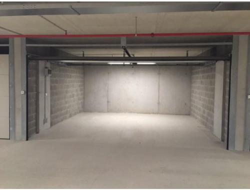 Garage louer wijnegem 136 fvakg immo greta leys for Garage professionnel a louer