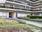 """In de Residentie """"De Hazelaar"""" op het Katharinaplein te Hasselt bevindt zich dit recent gerenoveerd appartement met 2 slaapkamers. Het appartement is"""