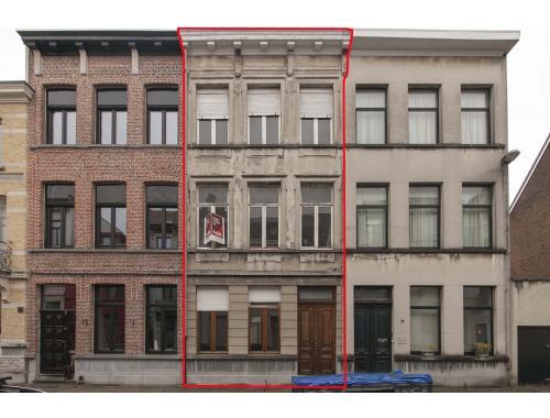 Herenwoning te koop in Berchem, € 225.000