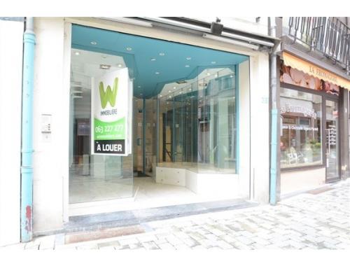 Bâtiment commercial à louer à Arlon, € 550