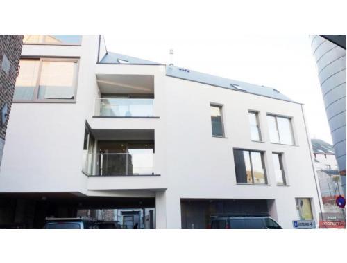 Kantoorgebouw te koop in Namur, € 120.000