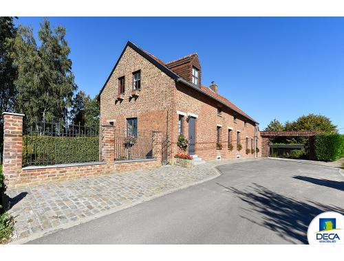 Fermette te koop in Leval-Trahegnies, € 425.000