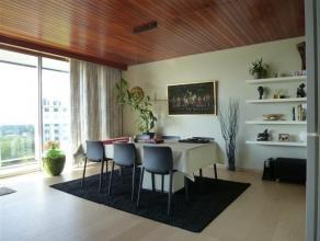 Verzorgd instapklaar 2-slaapkamer appartement met 2 terrassen en kelder. Het is gelegen in de Fruithoflaan en vlakbij winkels en openbaar vervoer mooi