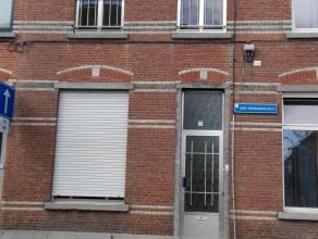 rijhuis met terras en tuin.  In 2008 is hoofdgebouw gerenoveerd:  dakisolatie en dakvlakvensters, HR-verwarmingsketel, vernieuwing elektriciteit met d