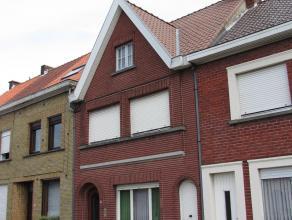 MOMENTEEL IN OPTIE <br /> <br /> <br /> Klein beschrijf mogelijk.<br /> <br /> Zeer stevige en ruime gezinswoning te koop .<br /> Woning bestaande uit