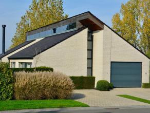 Unieke woning op Hoog Kortrijk<br /> <br /> Deze zeer rustig gelegen woning is een staaltje van originele doch ook bijzonder praktische architectuur.