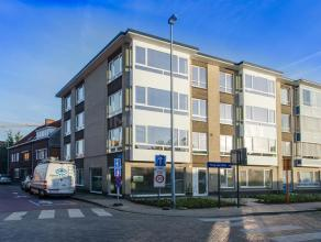 Volledig vernieuwd drieslaapkamer appartement met terras nabij het centrum, scholen en de ring. Ideaal voor starters, alleenstaanden en als opbrengste