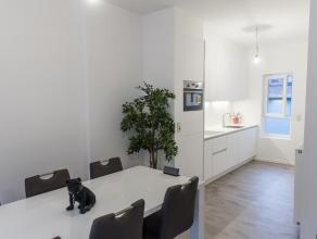 Appartement de ca 80m2 rénové et très moderne situé dans De Burburestraat 17 dans le cartier 'Sud', un des cartiers les plus branchés à Anvers. L'appa