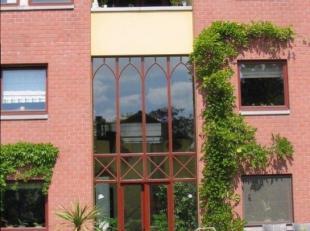 Woonhuis – Bel-étage, 150 m², gelijkvloers en verdiep 1, met hal, wintertuin, living, bureau, toilet, keuken (keukenkasten, spoelbak, dampkap, keramis
