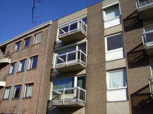 Prive verkoopt vernieuwd appartement + kelder + parking inbegrepen aan St-Rochus<br /> <br /> Prachtig renoveert appartement van 120m2 net bewoonbaar