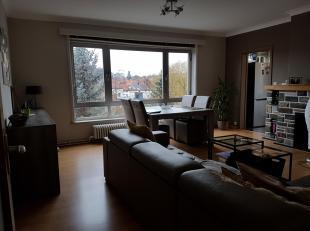 Ruim centraal gelegen appartement te huur vanaf 1 april. De prijs is €750 per maand (gemeenschappelijke kosten inbegrepen). Optioneel garage bij te hu