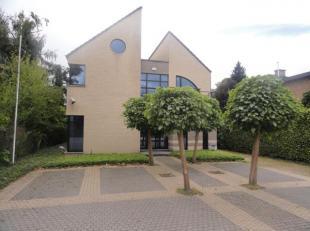 Zeer ruim kantoorgebouw of groepspraktijkruimte op TOPLIGGING: nabij centrum Leuven, Haasrode, E40... Gelijkvloers: receptie met wachtruimte, 2 toilet